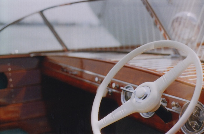 Wooden speedboat steering wheel