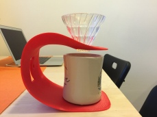 Once a cup and v60 are in place it is very stable.