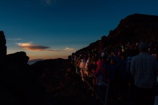 crowd_at_top_of_mount_haleakala_maui_for_sunrise